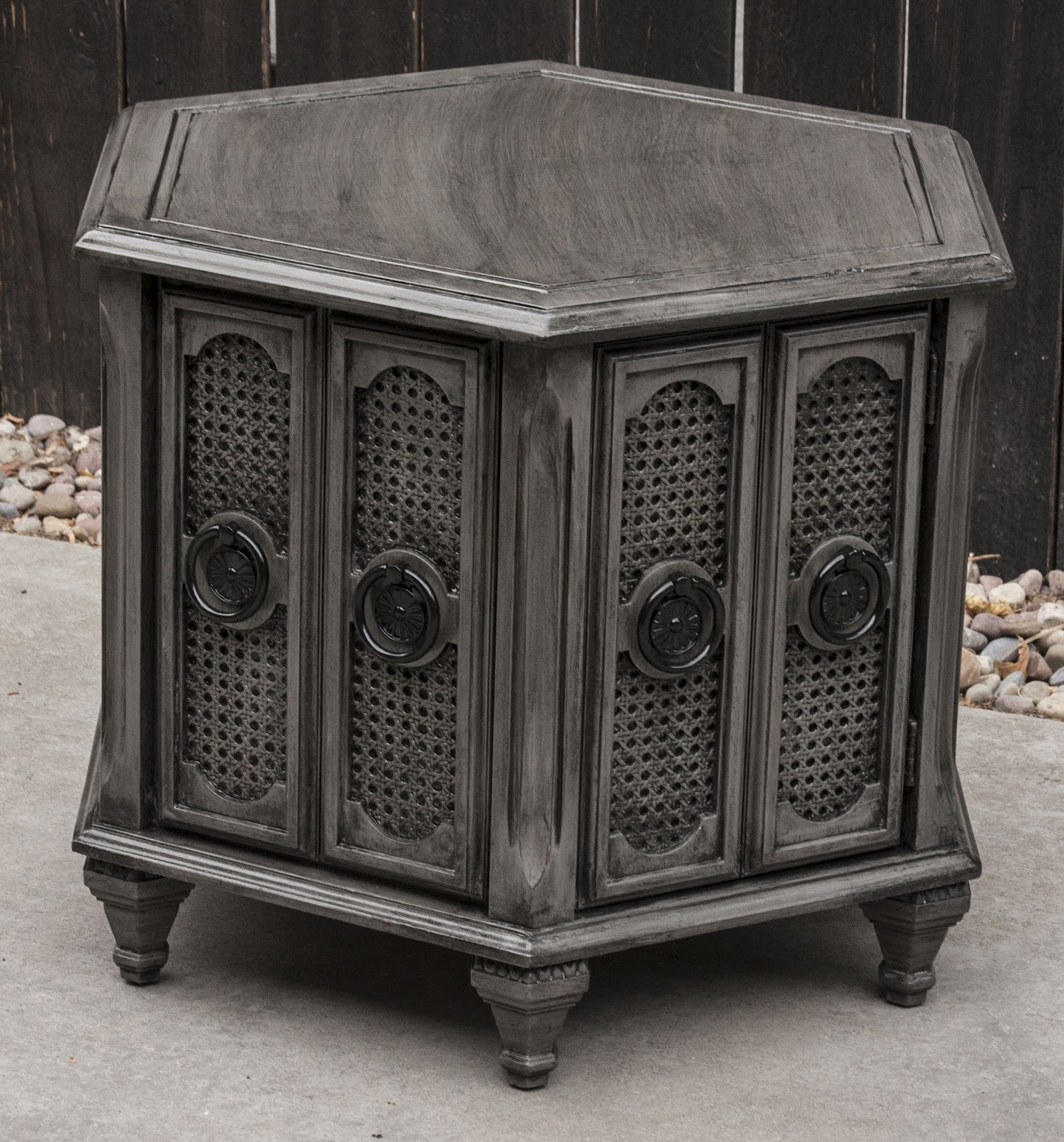 Modernly Shabby Chic Furniture: Dark Gray And Black Side