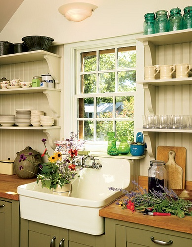 These kitchen shelves look great against the backboard wall, flanking the farmhouse sink