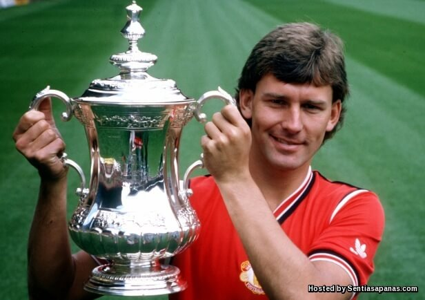 Bryan Robson.jpeg