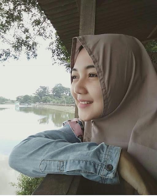 Cheap Hijaber Girls Smile