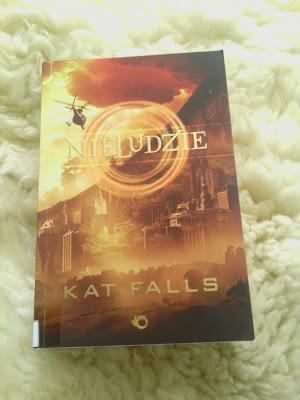 """""""Nieludzie"""" Kat Falls"""