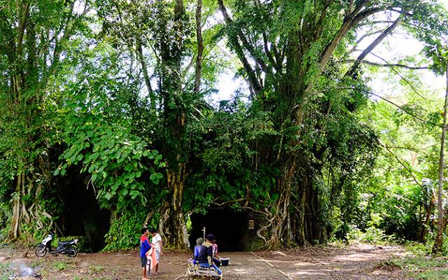 Benteng Klingker yang tertutup belukar dan pepohonan