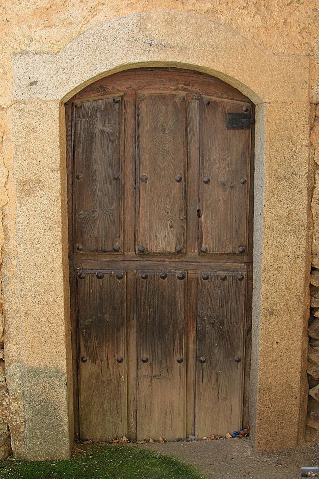 Bogajo salamanca puertas y ventanas antiguas de madera en for Puertas grandes antiguas