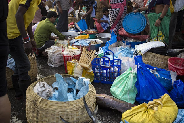 bags, baskets, fish, market, sassoon docks, mumbai, street, india,