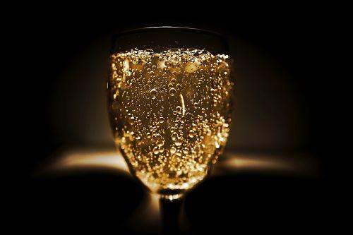 Eмеренно принятые дозы шампанского способны ослаблять старческое слабоумие