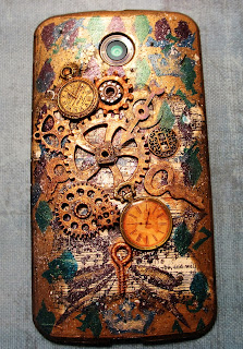 steampunk cell phone cover, gadgets, art, steampunk, mixed media, art alchemy metallique paint, watches, keys, gears