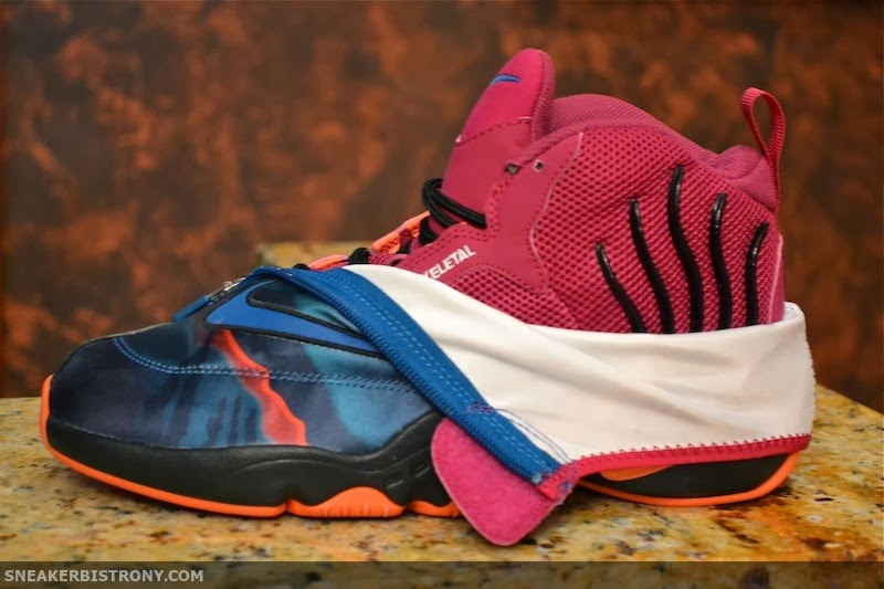 d8c38aed58fc Last year we saw the highly anticipated return of the Nike Air Zoom Flight  98 The Glove. The latest glove has borrowed its look from the Tech Challenge  worn ...