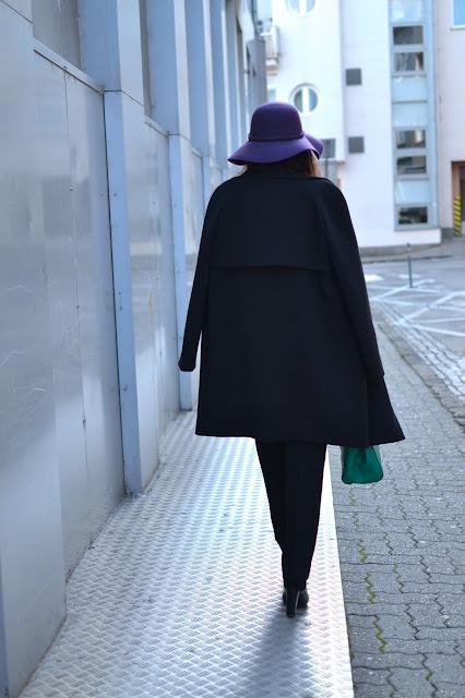 ŠŤASTNÝ NOVÝ ROK 2016_Katharine-fashion is beautiful_Fialový klobúk_Do práce_Fialový rolák_Katarína Jakubčová_Fashion blogger