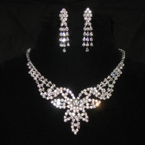 Sale News And Shopping Details March 2012: Sale News And Shopping Details: Latest Diamond Necklace