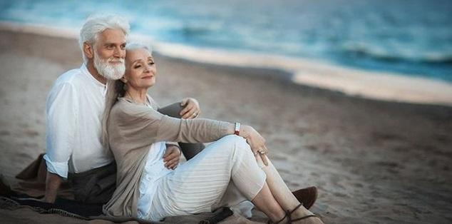 Cinta Itu Tak Pernah Pandang Usia, Mau Pasangan Kita Lebih Muda Atau Lebih Tua Yg Penting Cinta