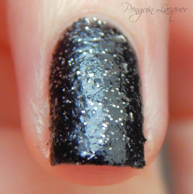 p2 color trend polish 070 black glitter makro