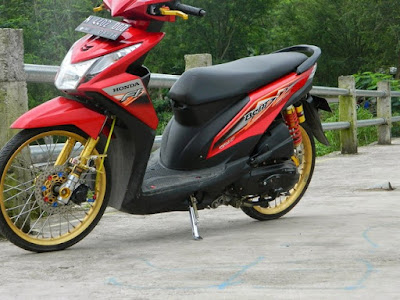 Modifikasi Beat FI 2015 Jari Jari Merah Velg GOld