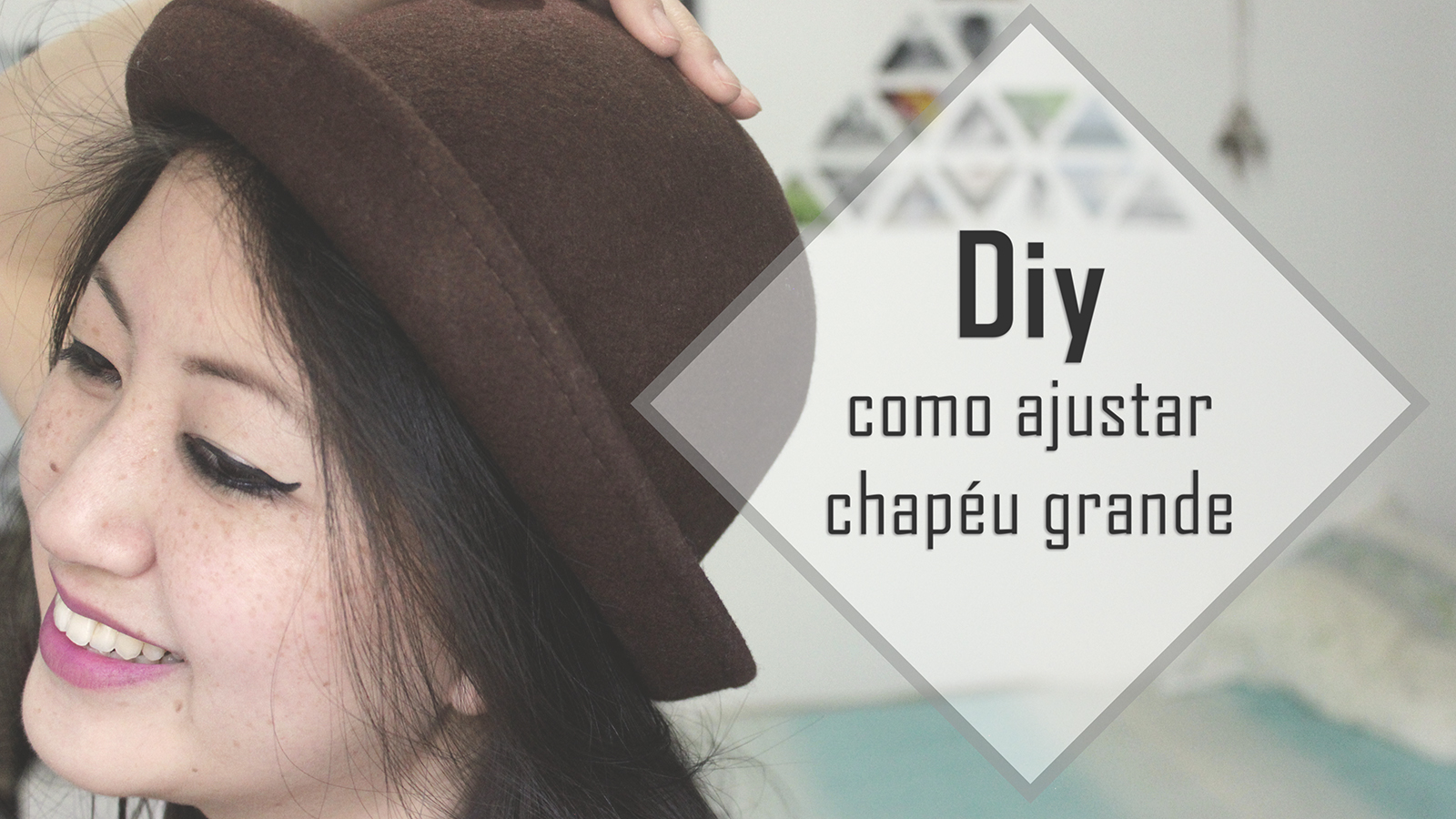 garota chapéu coco marrom