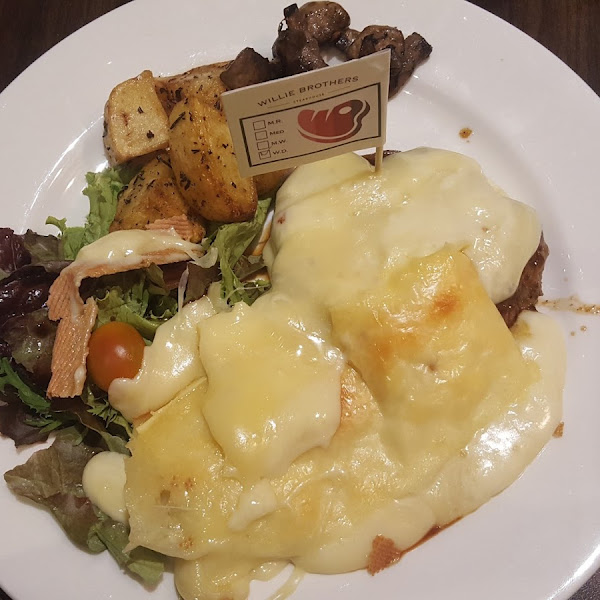 Willie Brothers : Raclette Cheese Steak