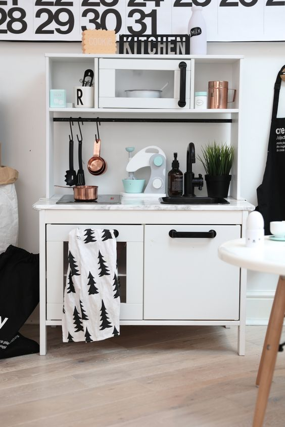diy ikea speelgoedkeuken duktig hacks. Black Bedroom Furniture Sets. Home Design Ideas