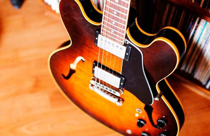 Gibson ES-335 Dot Custom Shop propiedad del autor.