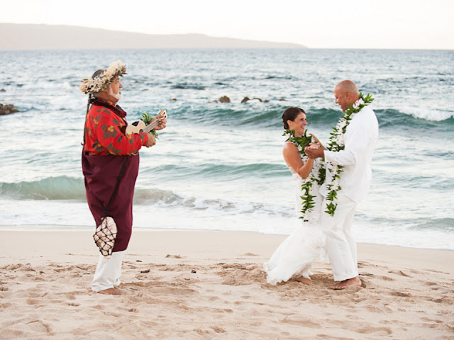 ironwoods beach elopement in kapalua