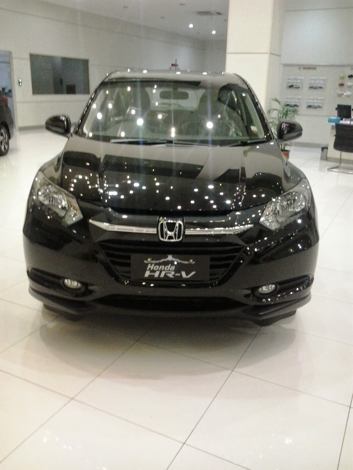 Honda HRV sejak kehadirannya telah menguasai pangsa pasar penjualan mobil di kelas L suv