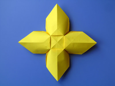 Origami Fiore quadrato, variante 1,retro - Square Flower, variant 1,back by Francesco Guarnieri