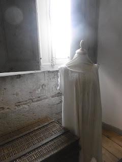 Lin et coton dans la lingerie blanche inodore, Bridoire, malooka