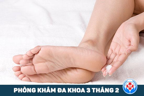 HCM - Chăm sóc bàn chân dành cho người bệnh tiểu đường Cham-soc-ve-sinh-ban-chan-danh-cho-nguoi-benh-tieu-duong-2
