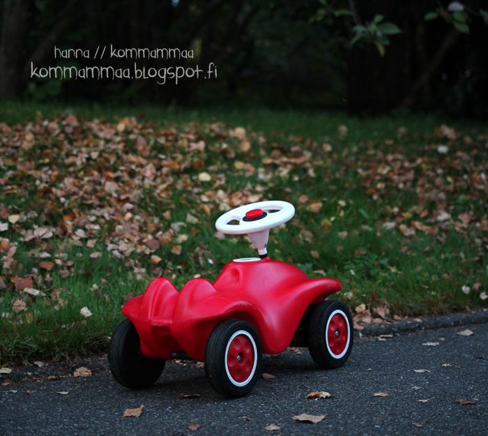 leikkiauto lelu potkuauto punainen syksy päiväkoti päiväkotiarki lelupäivä omalelupäivä