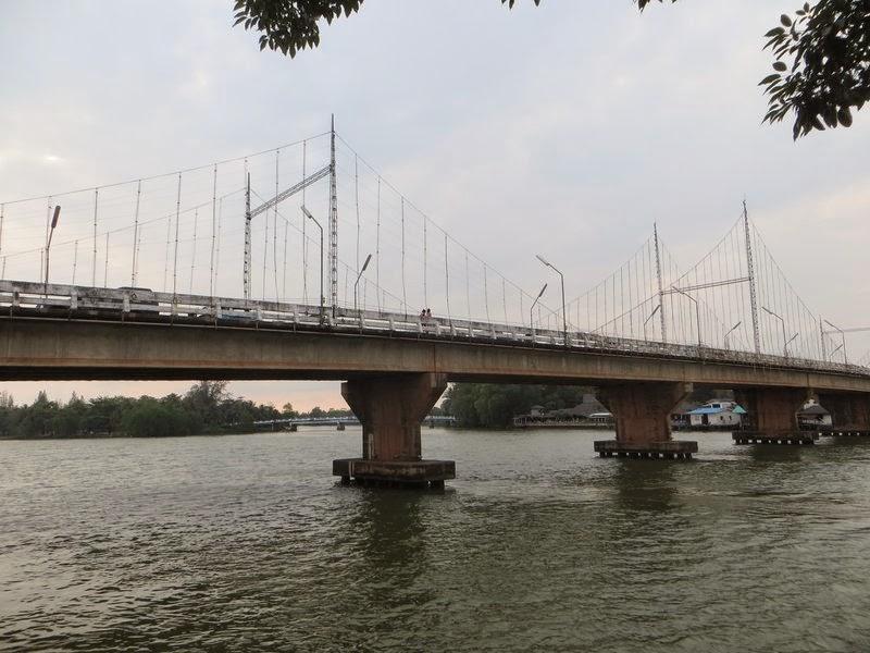 Мост в Сураттхани