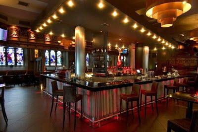 Bar là nơi phục vụ các loại đồ uống có cồn