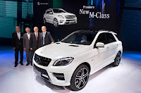 Premiere Mercedes-Benz M-Class Stuttgart Sindelfingen 2011 vlnr. Phillip Schiemer Vice-President Marketing Ulrich Mellinghoff Head of Mercedes-Benz Safety and Develpement Uwe Ernstberger Head of Program Management M-Class Dr. Dieter Zetsche Head of Mercedes-Benz Cars