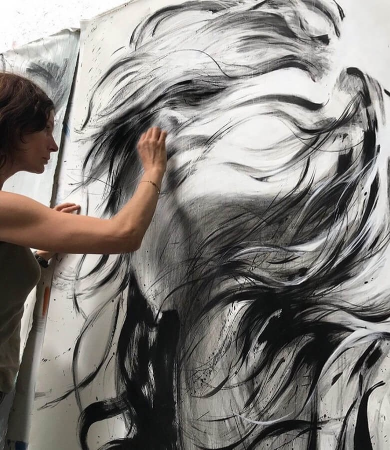 10-Large-Format-Oil-Paintings-and-Charcoal-Drawings-www-designstack-co