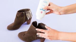 12 cara menghilangkan bau sepatu