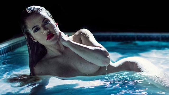 Khloe Kardashian In The Swimming Pool
