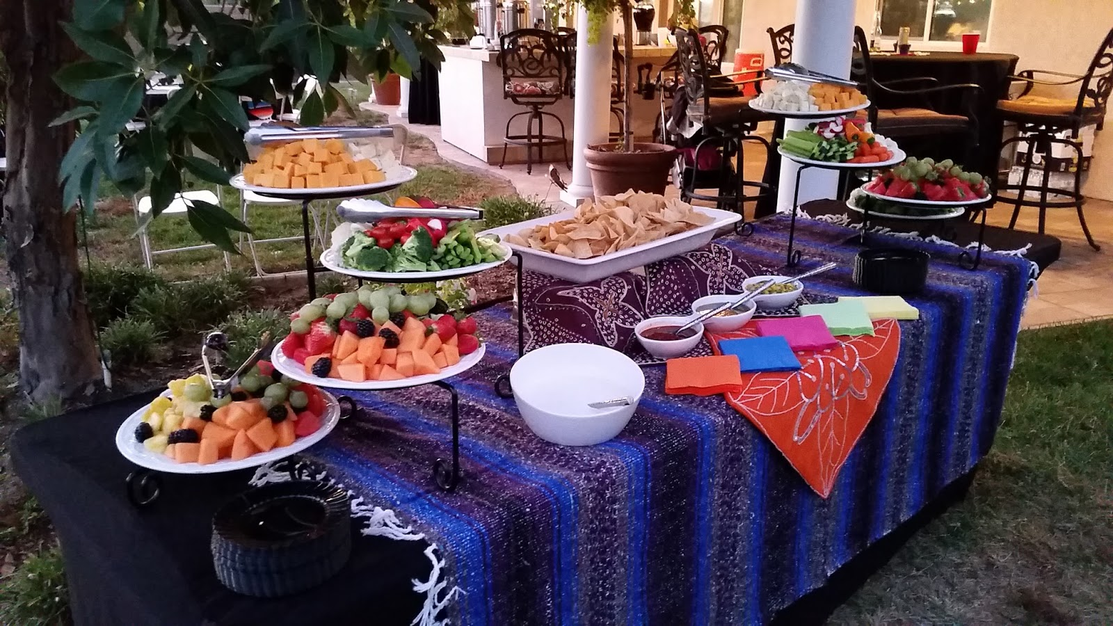 Buffet Table Set Up & Elegant Buffet Table Setting