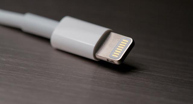 Tại sao các loại cáp Lightning giả có thể làm hỏng iPhone của bạn?