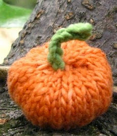 http://translate.google.es/translate?hl=es&sl=en&tl=es&u=http%3A%2F%2Fwww.naturalsuburbia.com%2F2010%2F10%2Fknitted-pumpkin-pattern.html