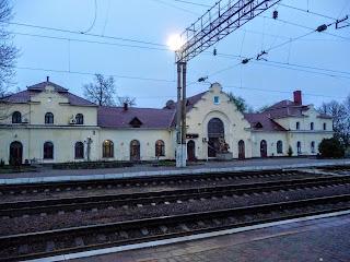 Миргород. Железнодорожная станция и памятник Н. В. Гоголю