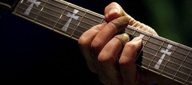 Tony Iommi prótesis en los dedos