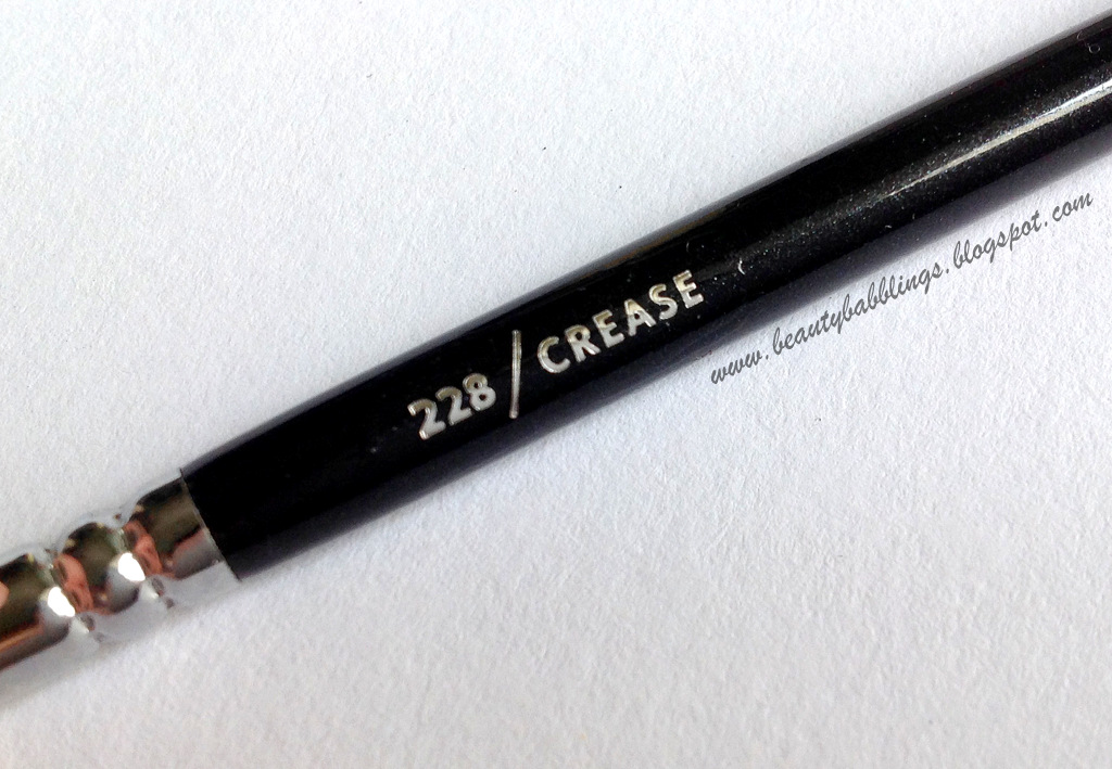 Zoeva 228 Crease Brush Review