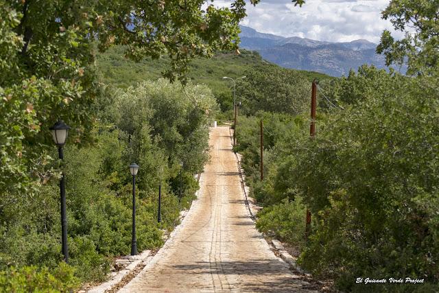 Carretera al Monasterio de San Teodoro - Himara, Albania por El Guisante Verde Project