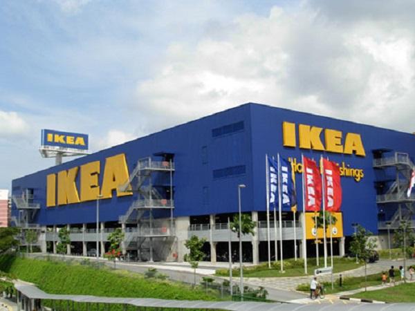 Naik Kereta KRL Commuter Line ke IKEA Alam Sutera