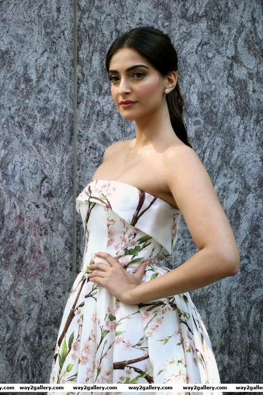 Sonam Kapoor looked stunning at the launch of her app