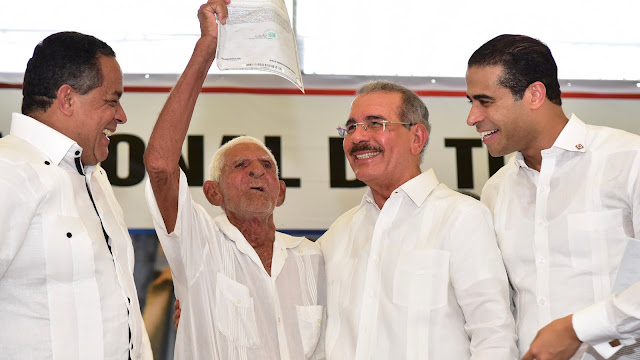VIDEO: Hacia un país de propietarios: 2,303 familias de Gaspar Hernández reciben títulos definitivos