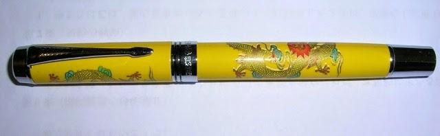 中国の安い万年筆…龍のプリントがある
