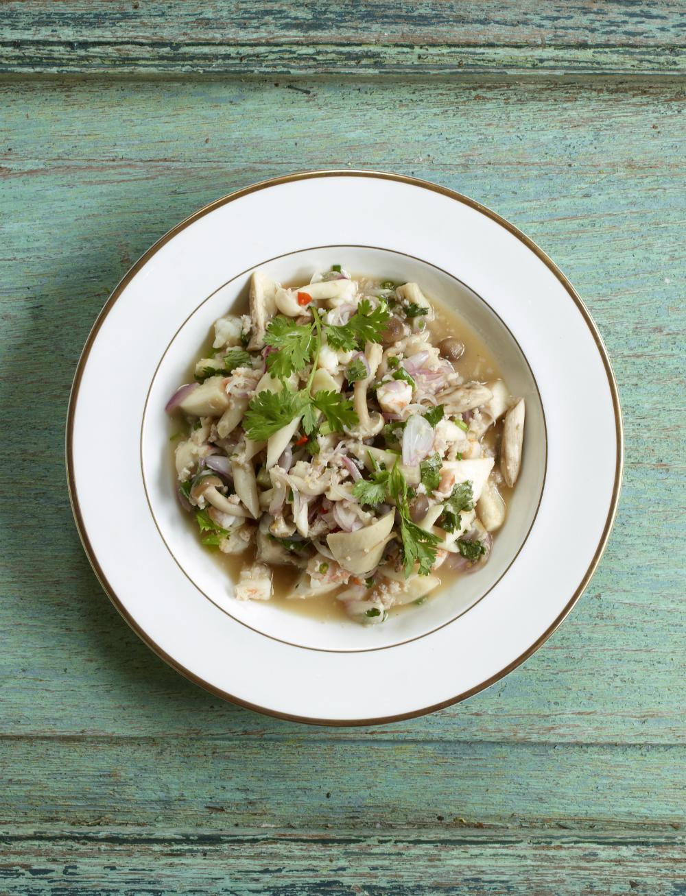 Spicy Mushroom Salad. Photography: Jean-Pierre Gabriel aus Schnell und Einfach: Thailändische Küche | Arthurs Tochter kocht. von Astrid Paul