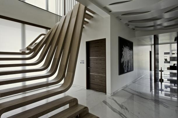 консольная лестница из гнутого дерева