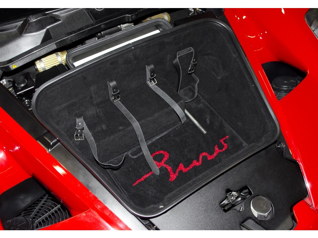 Siêu xe Ferrari Enzo 2003 được định giá 2,7 triệu đô