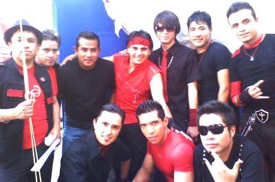 Foto de Los Telez posando frente a cámara