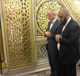 Dulu Jadi yang Terdepan Menghina Islam, Kini Jadi Muslim Sejati dan Pergi Haji