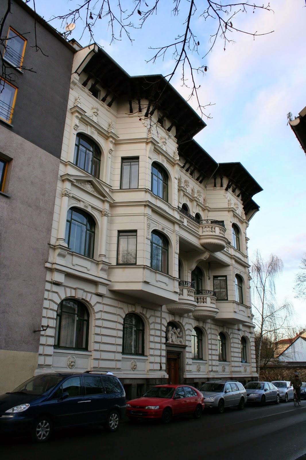 Leider sieht das Gebäude nur von der Vorderseite so pompös aus - die Villa Leonhard in der Windorfer Straße wurde 1903 erbaut