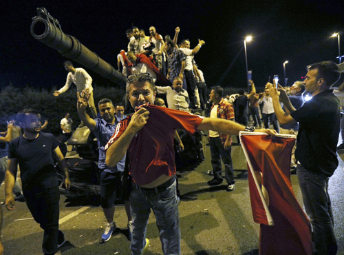 Cuộc đảo chính bằng xa tăng ở Thổ Nhỉ Kì